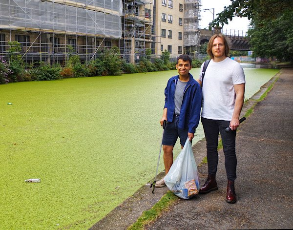 Why London's Canals Are Green.  Water or Grass?